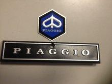 Logo Piaggio bovenin claxoncover neus PK en PX serie incl. zeskant logo Piaggio 30x36