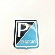 Logo Embleem rechthoek Piaggio kunststof 38x48 zelfklevend